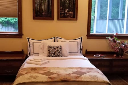Private suite with kitchen, pool & lake view! - Canton - Hus
