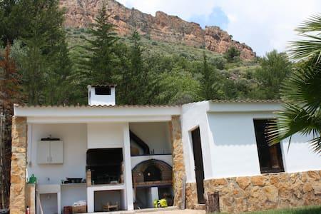 pequeña cabaña con altillo - Gilet - Cabanya