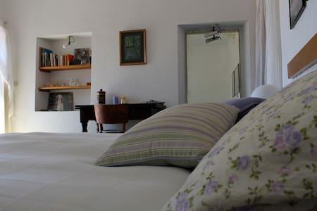 comfortable bedroom with terrace - Vallebona - Lejlighed