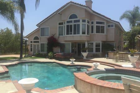Beautiful Mediterranean house Glendale Hills - Ház