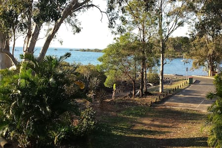 The Mac Mahons by the Beach - MacLeay Island - Apartment