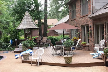 Cozy 3300 sf beautifully landscaped - Germantown - House