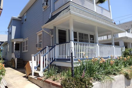 Lovely 2 bedroom apartment in house - Ocean Grove
