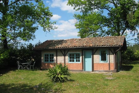 Restored cottage in park near coast - MEZOS - Dom