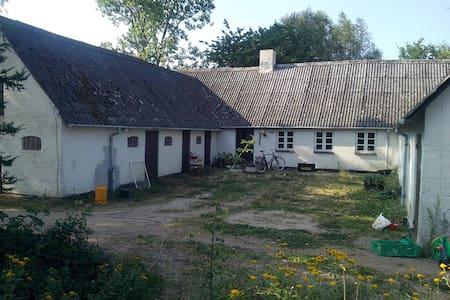 Small farmhouse in beautiful area - House