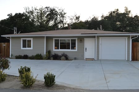 Fresh Eggs & Cozy Country Cottage! - Castaic