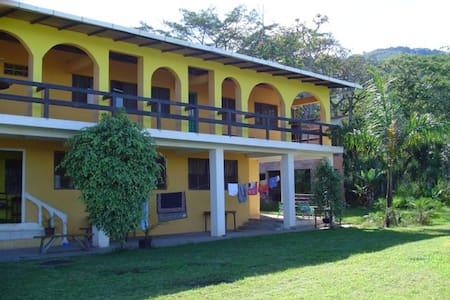 HOTEL ESCAZU 4
