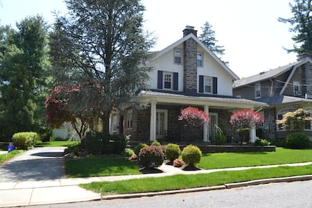 Perfect Papal Visit Family Home - Havertown - House