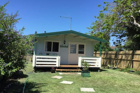 Beach Haven a lovely timber cabin - Tugun