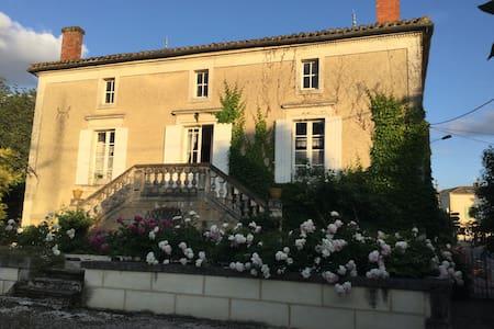 Maison de famille 7 personnes - Issigeac - House