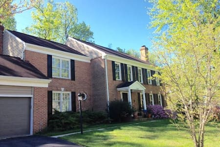SAFE LOCATION, wifi, parking, washer and dryer - Falls Church - Huis