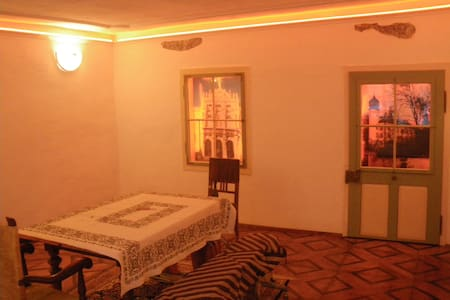 Barockwohnung neu renoviert 64m²