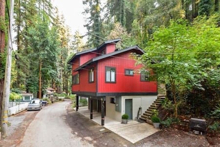 Nestled in a redwood forest, this private room has a full bed, shared bath, and is the perfect retreat for Russian River and wine country access. In & out-door living at its best. Custom entertainment deck, open kitchen and bright skylights.
