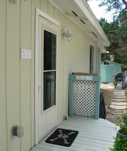 B-side Beach Bungalow - St Augustine Beach - House