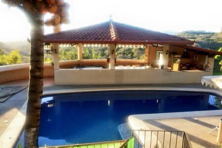 Se alquila para eventos - San José - Villa