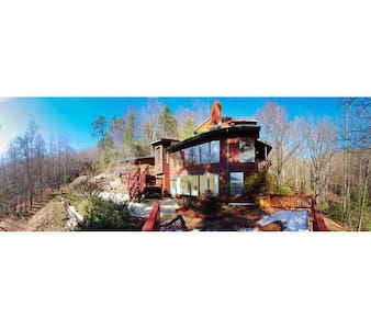 OFF GRID Secluded Mountain Home