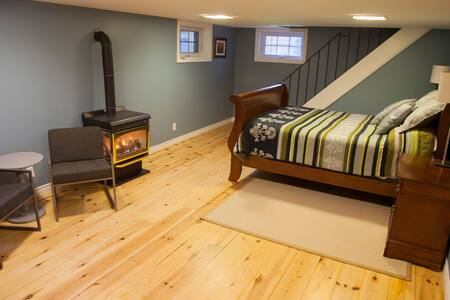 Spacious and Clean Studio Apartment - Kingston - Apartment