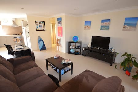 Cozy secure villa near airport - High Wycombe