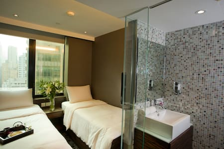Bonaparte  completed an extensive upgrade to its guest rooms with a focus on contemporary bathrooms and up-scale amenities. Centrally located between Causeway Bay and Wanchai, just steps away from the city's major shopping area.