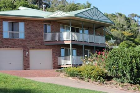 Roberts Home 2 - Kingaroy - Casa