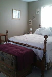 Cozy room,1 bed, shared bath - Huis