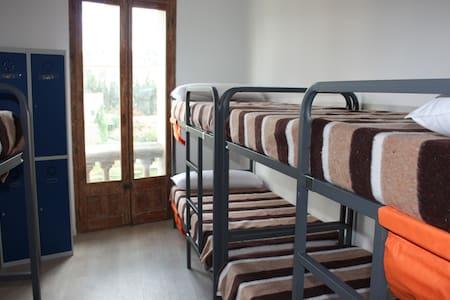 Habitación compartida de 16 plazas Valderrobres - Asrama
