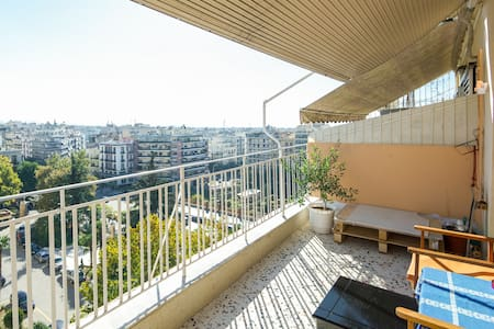 Sunny, spacious, central room with great view - Saloniki - Apartament