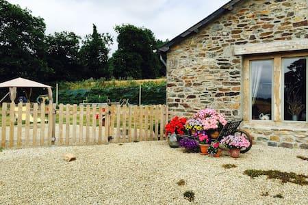 1 en suite double room in rural Breton cottage - Bed & Breakfast