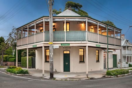 The historic Corner Store - Leichhardt - House