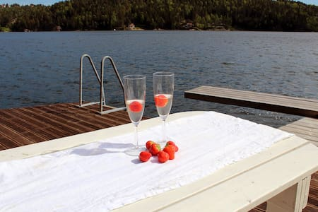 Beautiful cottage by the sea; boat included - Barmen - Cabaña