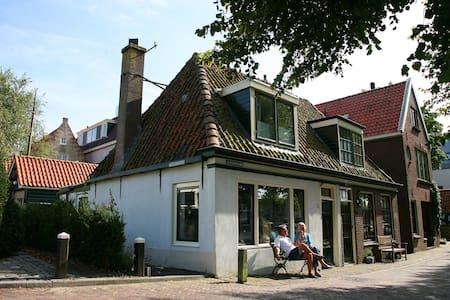 Vissershuisje/ old Fishermenshouse - Medemblik - Dom
