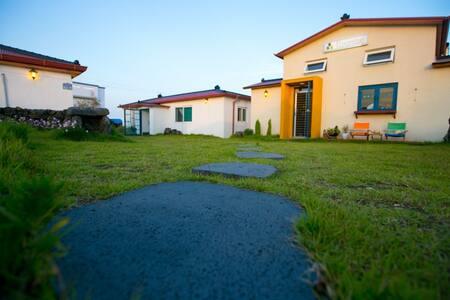 #5 조용한 동쪽마을에 위치한 프라비타 카페 & 게스트하우스
