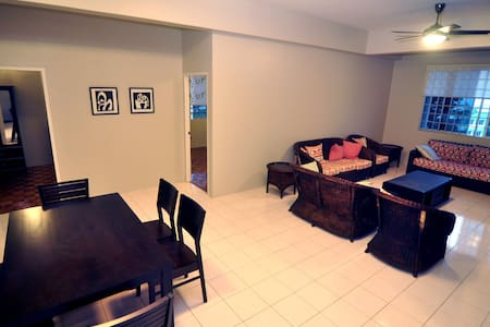Room type: Entire home/apt Property type: Condominium Accommodates: 8 Bedrooms: 3 Bathrooms: 2