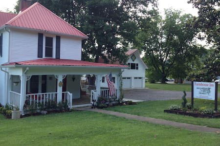 Farmhouse Inn, room for 2, Richard - Tellico Plains - Bed & Breakfast