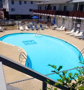 Sandy Toes Getaways 1 (sleeps 8-10) - Ház