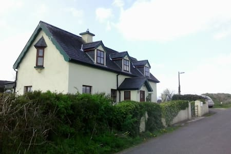 Renovated old cottage from 1868 - Cahir - House