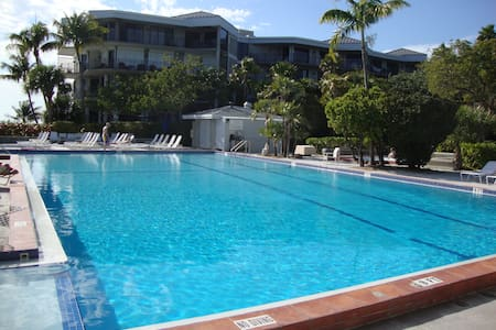 Luxury 2/2 Beachfront TropicalOasis - Key West - Apartment