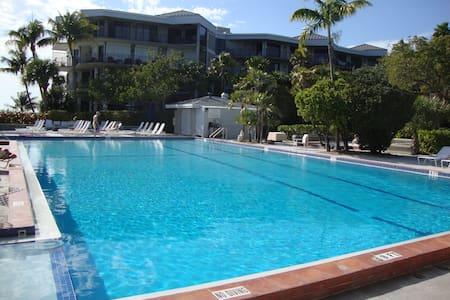 Luxury 2/2 Beachfront TropicalOasis - Apartamento