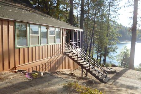 Lakefront Home near Yosemite