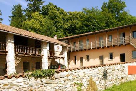 Omas Bauernhof Teresa zwischen Como Mailand - Bed & Breakfast