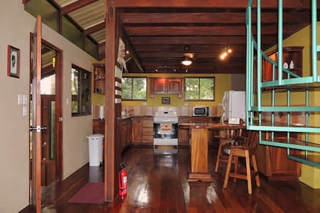 Close to the main area atractions, Casa DareCare has everything you need to make your memorable trip to Arenal Volcano, Costa Rica. Full of nature in very tranquil place.