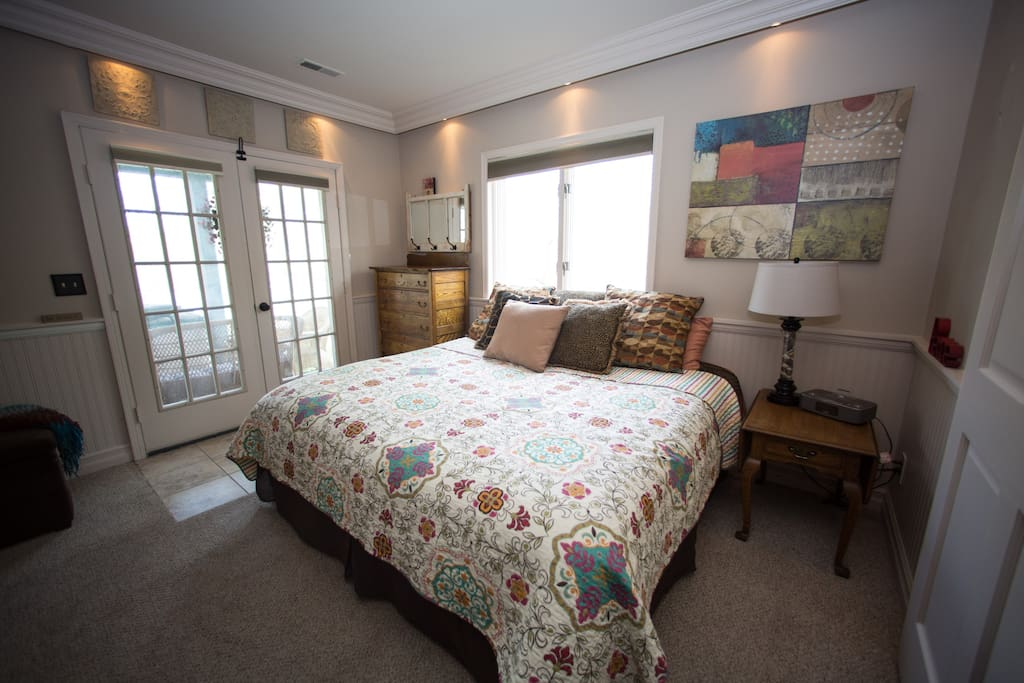 King size bedroom #1 (when 1 or two guests book)