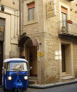 B&B Proserpina Historical Centre - Bed & Breakfast