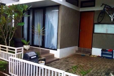Cozy House South Jakarta (Cilandak) - South Jakarta