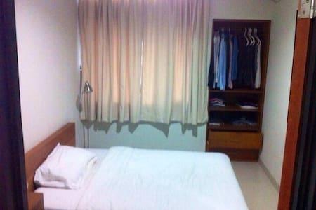 Cozy House South Jakarta (Cilandak) - Bed & Breakfast