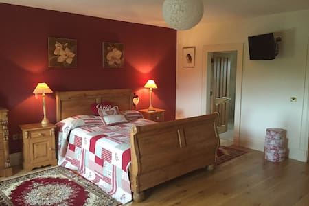 Lavender Manor BNB Master Bedroom - Bed & Breakfast
