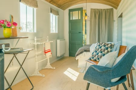 Opladen bij Station Windwacht - Wieringerwerf - Bed & Breakfast
