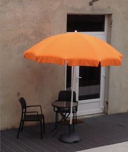 Studio meublé, terrasse & jardin - Appartamento