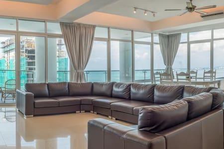 Gurney Seafront Super Condo 4 Rooms - Kondominium