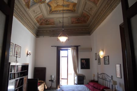 Loft Piazza Politeama, appartamento nobiliare. - パレルモ